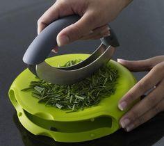 + Design de produto :   Um cortador de ervas, para preparar temperos ou coisas do genero.