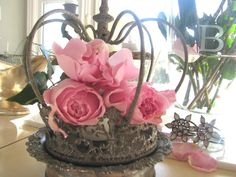 Design Of Spring Crown Style Table Centerpieces