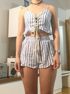 Swans Style is the top online fashion store for women. Chic Summer Outfits, Casual Outfits, Cute Outfits, Fashion Outfits, Womens Fashion, Shirt Refashion, Spring Fashion Trends, Chor, Summer Shirts