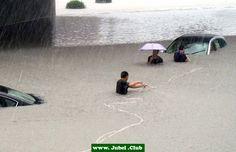 Zum Glück hat er den Regenschirm nicht vergessen