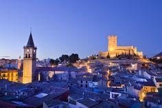 Este precioso lugar es Villena, un pueblo con mucha historia y tradición en Alicante -> http://www.turispain.com/alojamientos/alicante/villena_p