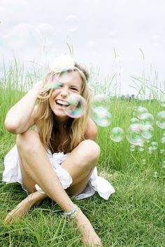 Live free and don't forget to pack bubbles Creative Senior Pictures, Creative Portraits, Amazing Photography, Portrait Photography, Senior Portraits, Senior Posing, Senior Pics, Isle Of Wight Festival, Blowing Bubbles
