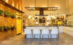 Veja fotos com ideias de paredes, móveis e utensílios para decorar uma das partes mais importantes da casa.