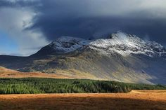 Alpine landscape in Cuillin Mountains, Highlands of Scotland! Click through to see 28 mind blowing photos of Scotland! - Avenly Lane Travel