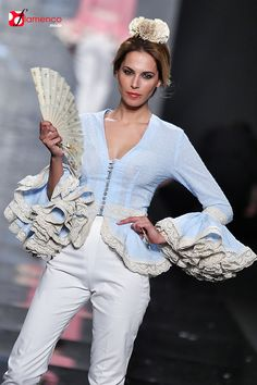 Sara de Benitez Simof 2015 Love Fashion, Fashion Looks, Fashion Outfits, Womens Fashion, Spanish Dress, Corporate Wear, 2015 Fashion Trends, Mom Dress, Daily Dress