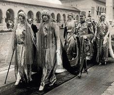 Queen Marie (Mignon) of Yugoslavia and her sister Queen Elisabeth of Greece Romanian Royal Family, King Alexander, Royal King, Tsar Nicholas Ii, Princess Elizabeth, Princess Anastasia, Royal Jewelry, Jewellery, Imperial Russia