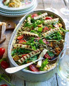 Quinoasalade met gegrilde haloumi en geroosterde zoete aardappel