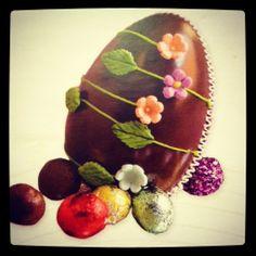 Huevo de Pascua Chocolates, Easter Chocolate, Easter Eggs, Watermelon, Fruit, Sweet, Helpful Hints, Foods, Ideas