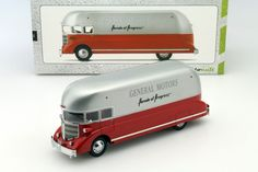 GM Futurliner Parade of Progress rot / weiß 1:43 AutoCult | eBay