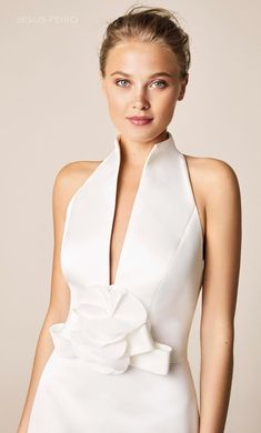 Wedding dress style 952 by Jesus Peiro is a Pencil dress in satin, with a halter neckline, a sash and a great floral application with a bow. Bridal Gowns, Wedding Gowns, Cocktail Vestidos, Vestidos Vintage, Wedding Dress Styles, Jumpsuits For Women, Bridal Collection, Marie, Evening Dresses