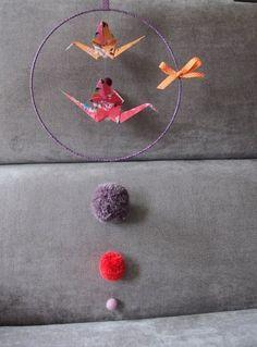 Mobile aérien circulaire origami et pompons - Marie Claire Idées