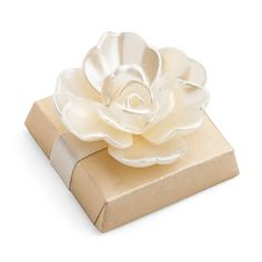 Pearlized Chanel Style Flower on a Square Chocolate Bar Sweet Table Wedding, Summer Wedding Favors, Food Wedding Favors, Chocolate Wedding Favors, Inexpensive Wedding Favors, Wedding Shower Favors, Wedding Sweets, Wedding Gifts, Wedding Ideas