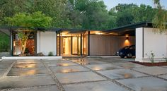 This Richard Dorman house has just hit the internets and is pretty much all over the place. It is all over the place because it is stunning. Built in 1959