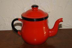 Vintage de los años 1950 color rojo con negro Trim Enamelware Graniteware Individual tetera o cafetera