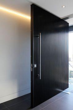 all idea inspiration design interior and exterior home modern decor Modern Entrance Door, Modern Front Door, Front Door Design, Entrance Doors, House Doors, Facade House, Contemporary Front Doors, Outdoor Doors, Pivot Doors
