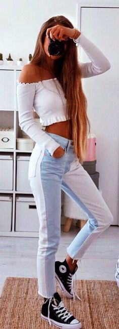 #spring #outfits woman wearing white long-sleeved crop top. Pic by @ameliecheval31