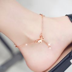 Rose Gold or Silver plated butterfly anklet with extender. This is not just for summer -you can wear all year long.Rose Gold Butterfly Anklet Adjustable for Women Girls Ankle Bracelet. Stylish Jewelry, Cute Jewelry, Fashion Jewelry, Women Jewelry, Fashion Earrings, Fashion Fashion, Jewelry Accessories, Ankle Jewelry, Hand Jewelry