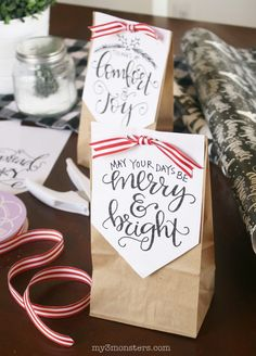 Handlettered holiday treat bags. Love these printable Christmas treat bags!