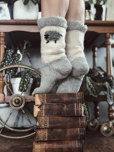 Jeg har lite vettugt å si om dette bildet, men jeg synes det ble kult 🤷🏻♀️ Og det må vel være greit? 😏 Sånn blir det av og til når man lar kreativiteten fare. For meg ender det som regel...   #bøker #photography #kreativitet #books Christmas Stockings, Holiday Decor, Boots, Winter, Instagram, Fashion, Creative, Needlepoint Christmas Stockings, Crotch Boots