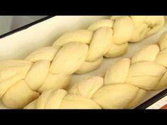 Fonott kalács - Hozzávalók: 1 kg liszt, 5 dkg élesztő, 5 dkg cukor, 3 dkg só, 2 db tojás, 5 dl tej, 5 dkg vaj
