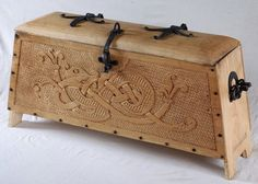 viking chest no 1 – Diy Home Decor Wood Art Viking, Viking Tent, Viking Camp, Vikings, Wood Projects, Woodworking Projects, Teds Woodworking, Viking House, Medieval Furniture