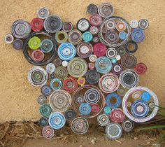 Would be totally awesome made with yarn! All those leftover bits, coiled into circles, maybe held together with fabric starch. Rolled Magazine Art, Magazine Wall Art, Magazine Crafts, Upcycled Crafts, Recycled Art, Class Art Projects, Rolled Paper Art, Recycled Magazines, Paper Weaving