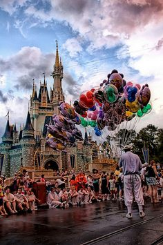I LOVE big bunches of Disney Balloons!