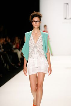 Handgestrickter Weste von Irene Luft jetzt auf nelou.com shoppen. Und 5500 weitere Designs mehr.