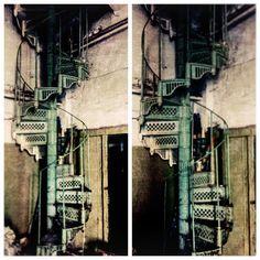 Для всех, кто давно мечтал о настоящей винтовой лестницеСтаринная кованная винтовая лестница, Н=6м. Местонахождения Москва По всем вопросам, пишите в #whatsapp #viber  #bufettaburet #буфеттабурет #антиквариат #винтаж #лестница #винтоваялестница #предметыинтерьера #красиваямебель #стараямебель #дизайнинтерьера #дизайн #осень #сентябрь #октябрь #порусски #любовь #design #vintage #love #interior