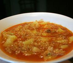 Kelová polievka so zemiakmi a paprikou je u nás celkom často. Jednoduchá a zdravá polievka zasýti každé bruško :) Vegetarian Cabbage, Vegetarian Cooking, Modern Food, Cabbage Soup, Savoy Cabbage, Detox Soup, What To Cook, Food Videos, Soup Recipes