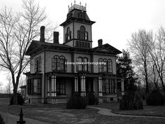 1870 Hamilton House photography by ©Kimmy Blanks Photography Old Victorian Houses, Modern Victorian Homes, Victorian Homes Exterior, Modern Gothic, Tudor Architecture, Beautiful Architecture, Minecraft Palace, Vampire House, Creepy Old Houses