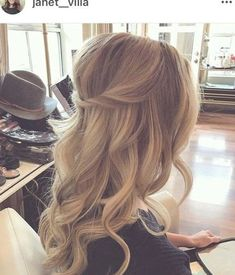 for wedding hair hair short updos hair bun styles hair styles long hair down hair long updo for wedding hair hair jewellry hair for guests Curly Wedding Hair, Simple Wedding Hairstyles, Wedding Hair Down, Bride Hairstyles, Down Hairstyles, Prom Hair, Hairstyle Men, Funky Hairstyles, Formal Hairstyles