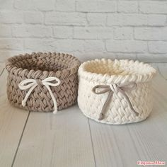 New Basket Crochet Tutorial Trapillo Ideas Crochet Basket Pattern, Knit Basket, Basket Weaving, Crochet Patterns, Diy Crochet And Knitting, Crochet Home, Crochet Gifts, Crochet Tutorial, Crochet Coffee Cozy