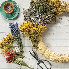 Make A Fall Wreath With Dried Flowers & Herbs - Modern Fall Mesh Wreaths, Christmas Mesh Wreaths, Winter Wreaths, Spring Wreaths, Summer Wreath, Dried Flower Wreaths, Dried Flowers, Floral Wreaths, Diy Wreath