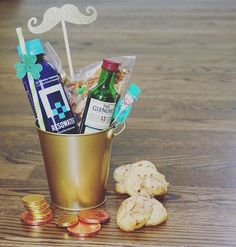 Whiskey, good eats, all things green, and of course hydration! What are some of your St. Paddy's Day Parade traditions?? @resqwater @resqwater_ne 📸: @addiegundry . . . #detoxrecoverperform #hydrationstation #chocolatecoins #cheers #clover #4leafclover #irishsodabread #stpaddysday #stpatricksday #stpaddys #whiskey #partytime #celebrate #partyfavor #luckoftheirish #kissmeimirish #newportri #newporteventplanner #eventplanner #partyplanner #eventtrends #partyideas #partythemes #partytreats…