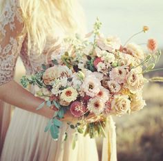 #WeddingBouquet - ślubny bukiet na Instagramie , fot. Instagram/kumruceylann     fot. HeatherPayne