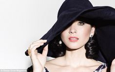 . Olivia Mum, Spring Hats, Vintage Inspired Fashion, Ocean Drive, Real Style, Classy Women, Covergirl, Back To Black, Celebrity Pictures