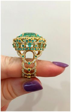 A magnificent Paraiba tourmaline and diamond ring by Erica Courtney! Spotted at the 2018 AGTA GemFair.