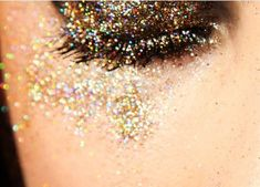 Love this glitter eye make up
