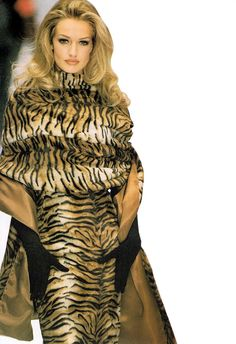 Karen Mulder looks ravenous in this exquisite tiger print dress and cape. Surely she'll capture everyone's eye....