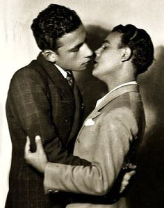 Two young Turkish men kiss, photo by Maryam Şahinyan - Lgbt Couples, Cute Gay Couples, Vintage Couples, Vintage Men, Vintage Kiss, The Wicked The Divine, Kiss Photo, Men Kissing, Before Us