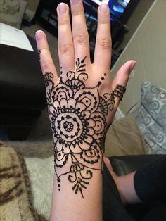 Hand henna by Sara Grubba