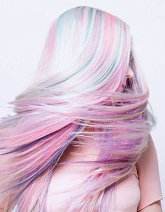 Long pastel hair. I actually would love to do a version of this. Too bad I'm not dying my hair anymore :(