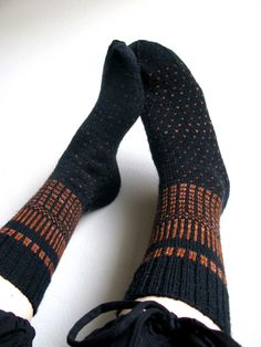by Nancy Bush Pattern source: Knitting on the Road / Nancy Bush Yarn: Jaeger Matchmaker Merino 4 Ply (black), Fiberphile Hand-Dyed Yarns & Fibers Super Squish Sock (orange) Needles: 2,25 mm  Modifications: changed some tiny things in the fair isle pattern (like added one black row to chart one between patterns 2 and 3), and did a Dutch Heel.