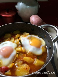 Patatas a la Riojana con Huevos Cuajados Spanish Kitchen, Spanish Dishes, Tapas Recipes, Veggie Recipes, Peasant Food, Eating At Night, Brunch, Small Meals, Latin Food