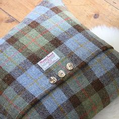 Looking for some cushion ideas - Macleod Harris Tweed Cushion… Diy Cushion, Cushion Covers, Cushion Ideas, Quilt Patterns, Sewing Patterns, Harris Tweed Fabric, Wool Quilts, Handmade Cushions, Quilted Pillow