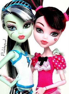 Dead Tired: Frankie and Draculaura by Picklepud via Flickr