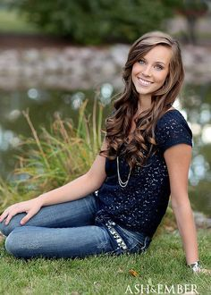 pretty hair and cute casual outfit idea for senior photos, senior photography ideas Senior Portraits Girl, Senior Photos Girls, Senior Girl Poses, Senior Picture Outfits, Senior Girls, Senior Session, Teen Poses, Senior Posing, Lake Senior Pictures