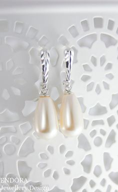 Cream pearl earrings | teardrop pearl earrings | bridal earrings | pearl earrings | teardrop earrings | Swarovski | Sterling silver pearl earrings | www.endorajewellery.etsy.com