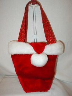Santa Hat Purse Tutorial. Too cute! Love the lining with pockets and key clips..